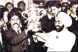Zail Singh with 1983 World Cup Winner